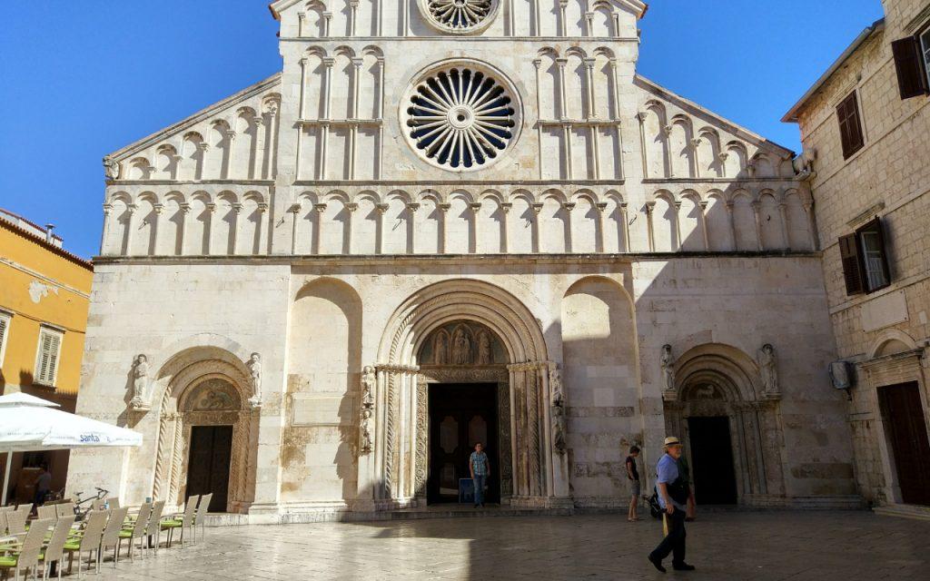 Breng een bezoek deKathedraal van Zadar.